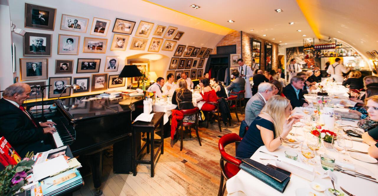 5f7a4ffe24 Bemutatjuk, hogy hogyan illik viselkedni egy céges vacsorán! Amennyiben ...